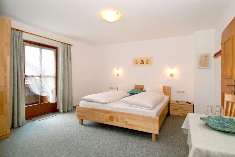 Haus_Schwalbennest_Ehrwald_Zimmer_Sonnenspitzblick_Gesamtansicht_1